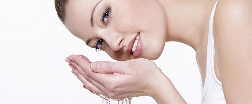Qual a importância de ter uma rotina diária de cuidados com a pele do rosto?