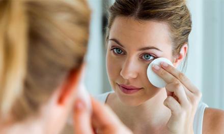 Aprenda como tirar a maquiagem do jeito certo e sem danificar a pele
