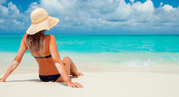 Descubra como se bronzear no sol mantendo a pele saudável